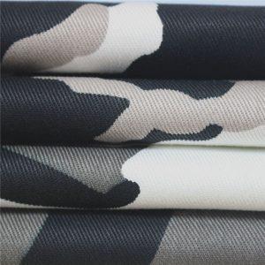 Tela de algodón teñida lisa de color azul grisáceo disponible